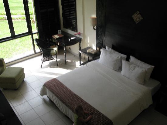 Nirwana Gardens - Nirwana Resort Hotel: Our room, view of the pool and beach
