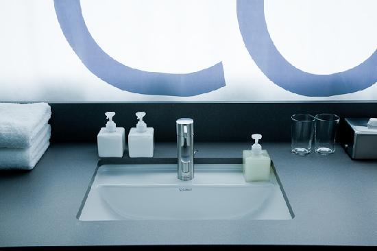 คาซ่า แคมเปอร์ เบอร์ลิน: Bathroom
