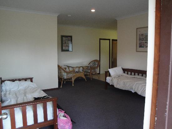 Grange on Farrelly: Family room-Single beds in the lounge and the table/chairs