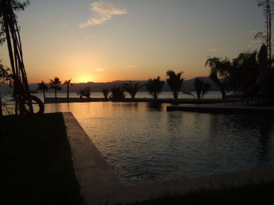 Kempinski Hotel Aqaba Red Sea: Sunset from the pool