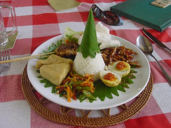 Negara, Indonesia: Nari Campur