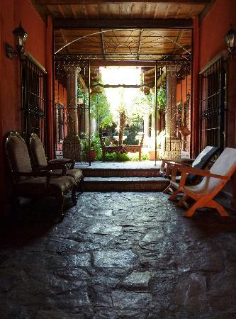 Hotel Casagrande: Lobby and atruim