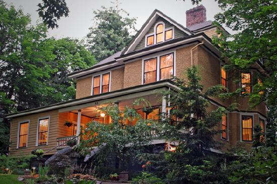 Asheville Seasons Bed and Breakfast: Asheville Seasons Bed & Breakfast