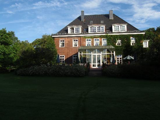 Romantik Hotel Kieler Kaufmann: View from the park
