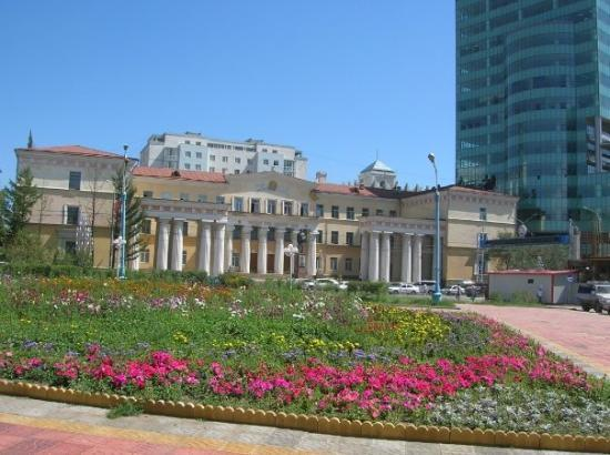 Capital building chinggis khan statue in middle for Decor hotel ulaanbaatar mongolia
