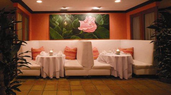 Maison Martinique Restaurant: Hibiscus Booths Dining