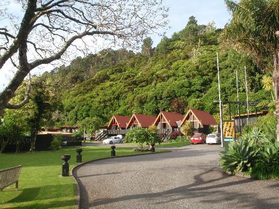Coastal Motor Lodge: View from driveway