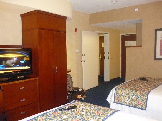 Courtyard Boston-South Boston: 1st rooms(2 double beds)