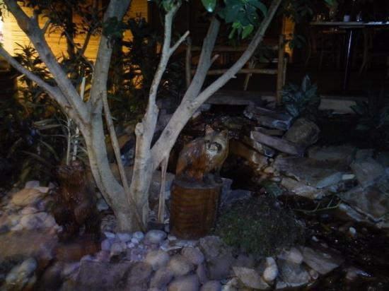 Red Lion Hotel Kalispell: Little creek by hotel's restaurant