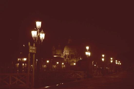 Basilica di Santa Maria della Salute: bei Nacht