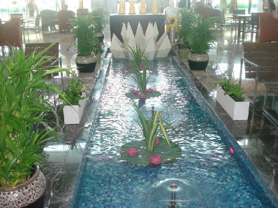 Bangkok: Novotel Airport Hotel - water feature lobby ...