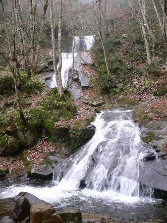 Utsueshijuhattaki Falls