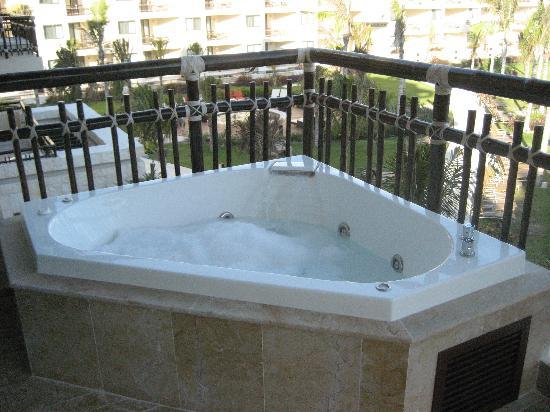 Sunrise picture of dreams riviera cancun resort spa for Balcony hot tub