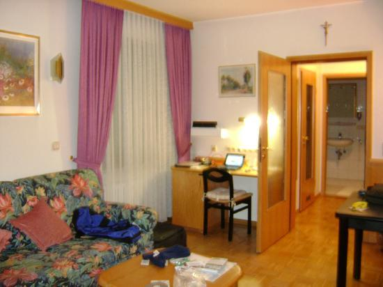 Appartement Pension Zum Zacherl: Our room
