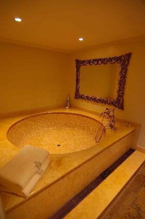 Belmond Miraflores Park  The roman tub Picture of Lima TripAdvisor