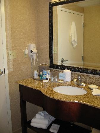 Hampton Inn South Kingstown - Newport Area: Bathrooms were new and clean