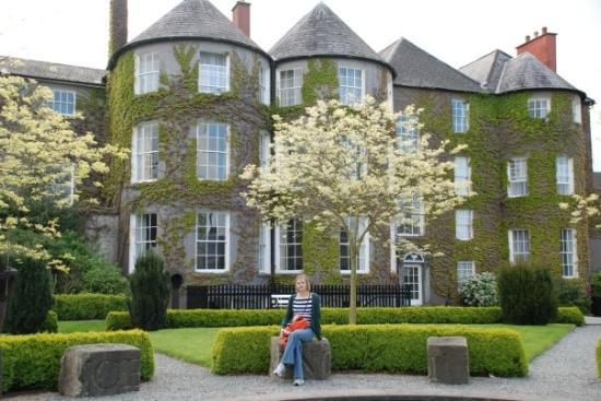 Kilkenny, Ierland: čia jau ne pilis, šiaip gražus namas vijokliais apaugęs