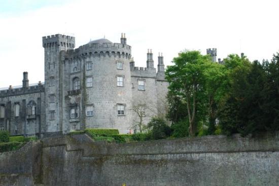 Castillo de Kilkenny: pilis stovi didinga nūnai