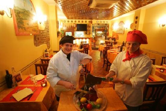 Mangiafuoco Bracerie: Daniela (black hat) and Barbara (red hat)