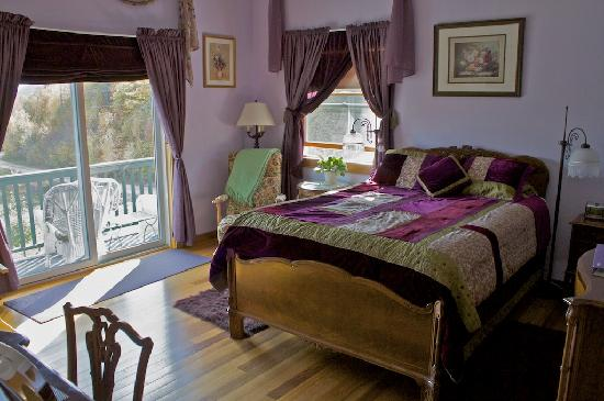Coppertoppe Inn & Retreat Center: Amethyst Room