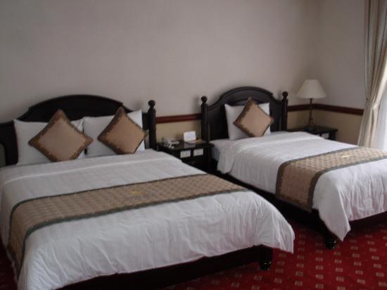 Sammy Dalat Hotel: Sammy Hotel room - beds