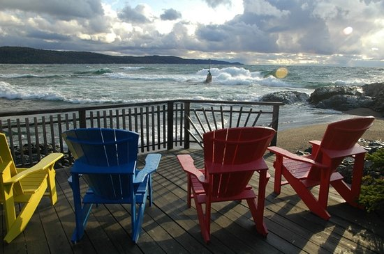 Wawa, Canada: Waves from Rock Island Lodge B&B