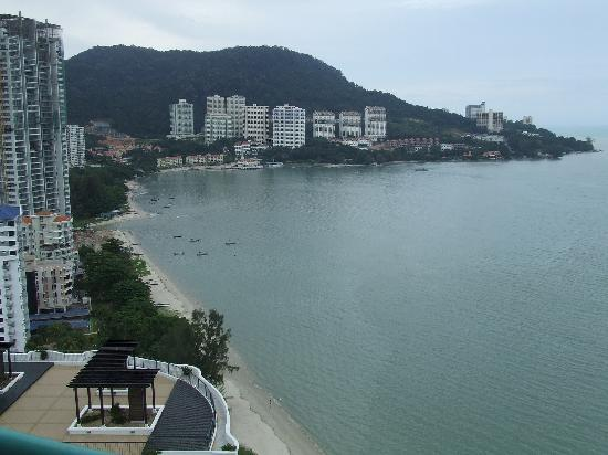 Rainbow Paradise Beach Resort: View from our 22nd floor balcony