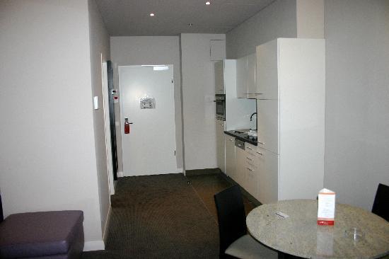Adina Apartment Hotel Berlin Checkpoint Charlie: Living area 3