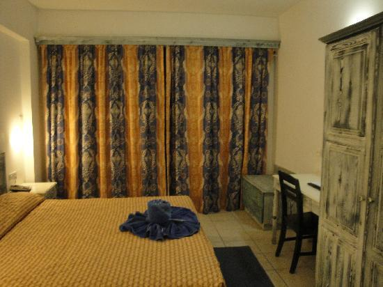 St. George Gardens Hotel Suites : Chambre