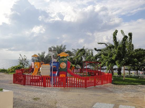 St. George Gardens Hotel Suites : Aire de jeux enfants à l'hôtel