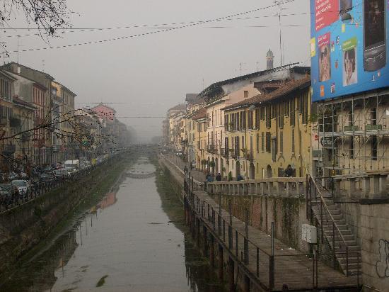 Milan, Italy: nebbia alta sul n.grande