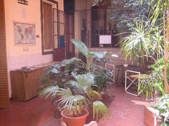 Hostal El Candil: Cour intérieur