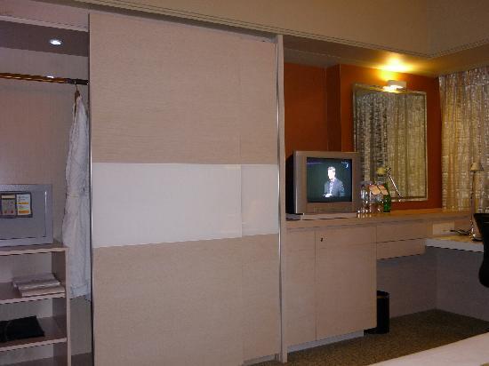 โรงแรมแมนดาริน ออร์ชาร์ด: armadio