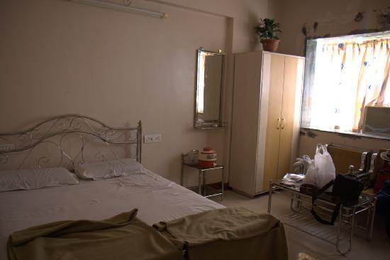 Hotel Sagar Deluxe: Room again