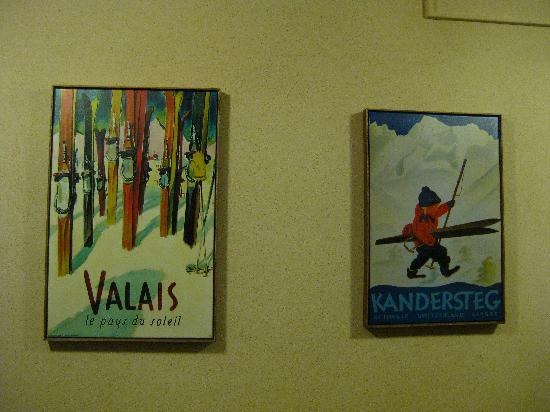 Snowmass Mountain Chalet: Art work in the hallway