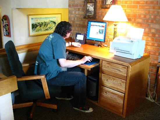 Snowmass Mountain Chalet: The computer in the lobby (free)