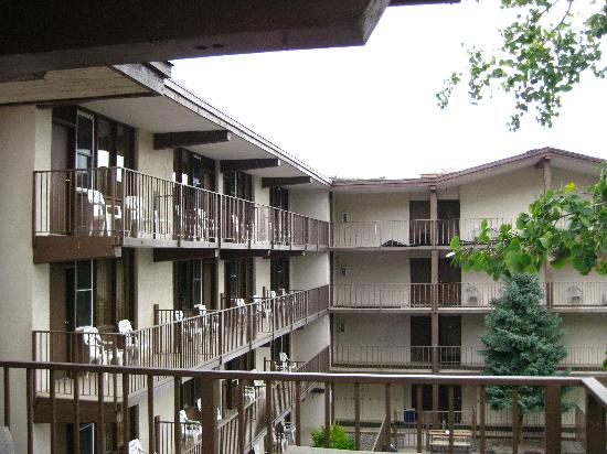 Snowmass Mountain Chalet: View of the rooms from outside