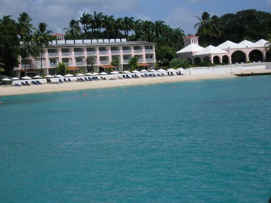 Royal Glitter Bay Villas: Beach
