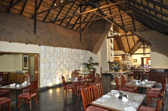 Shumba Valley Lodge: dining area
