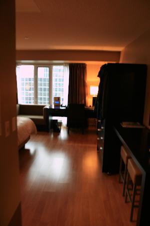 Pantages Hotel Toronto Centre: Room Entrance