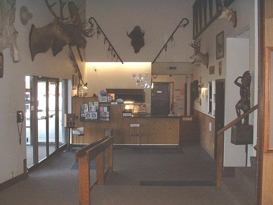 War Bonnet Inn: lobby area