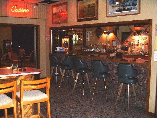 War Bonnet Inn: lounge area