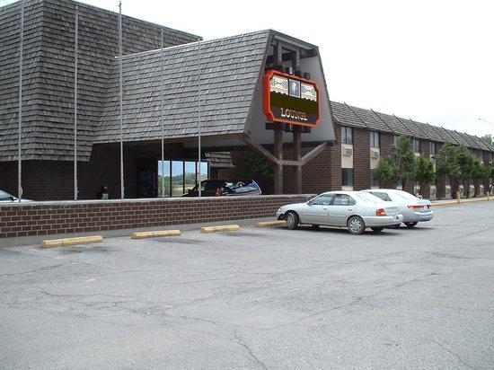 War Bonnet Inn: Front of building