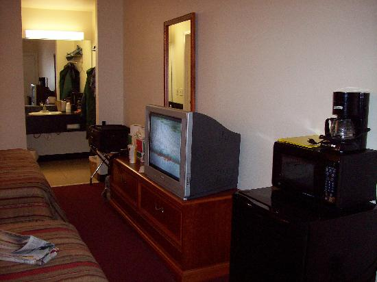 Franklin Inn: TV, microwave/fridge,coffee maker