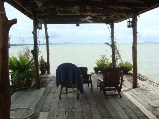 Lanta Pole Houses: The deck in Lanta pole house overlooking the sea