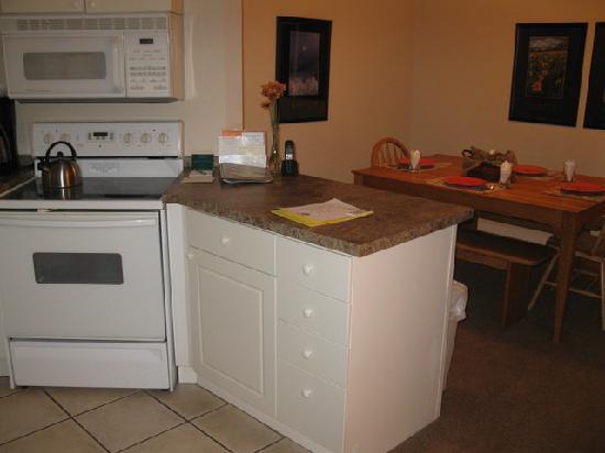 Swan Mountain Resort: Kitchen - 1 Bedroom Unit