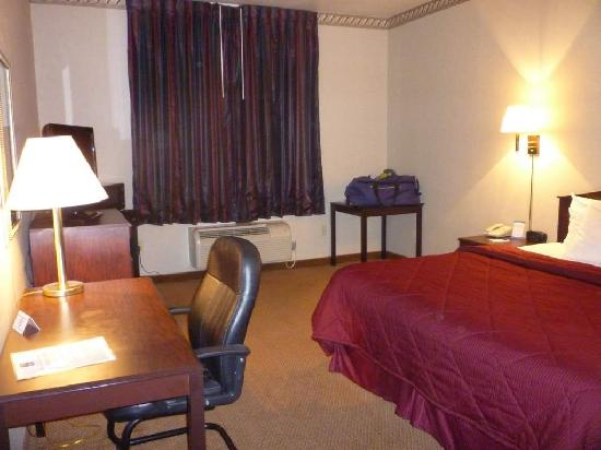 U.S. Travelers Inn & Suites: King Room, 2nd Floor