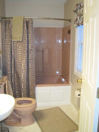 Beech Tree Inn and Cottage: Bathroom