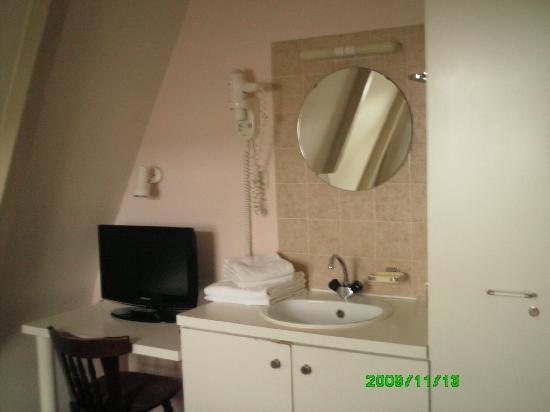 Hotel Washington: washing base - nice TV