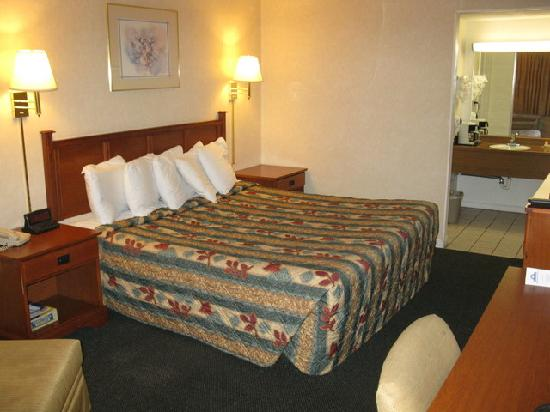 Knights Inn Colorado Springs Central : Queen Bed Room